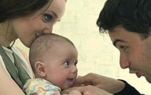 Младенец и родители