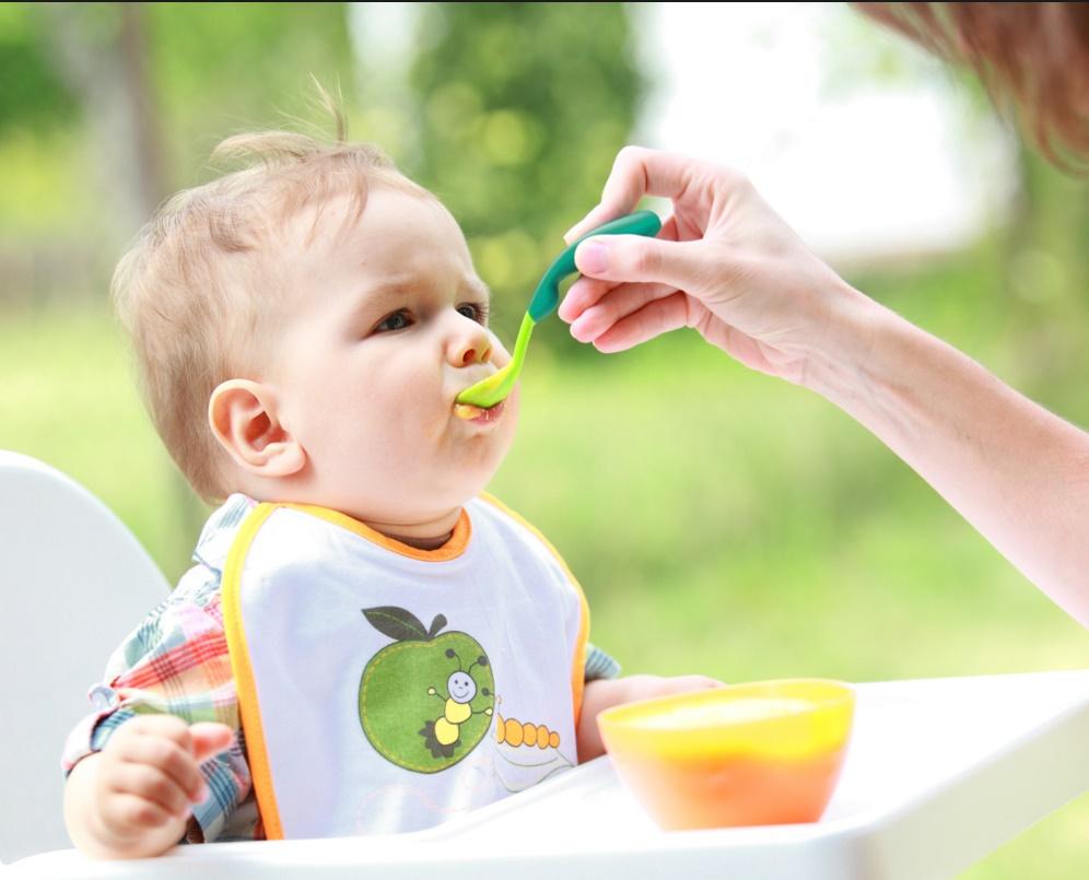 Чем кормить ребёнка до года чтобы не было запоров