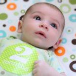 полтора месяца ребенку развитие