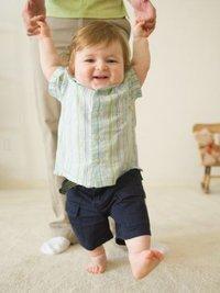 моторное развитие ребенка до года
