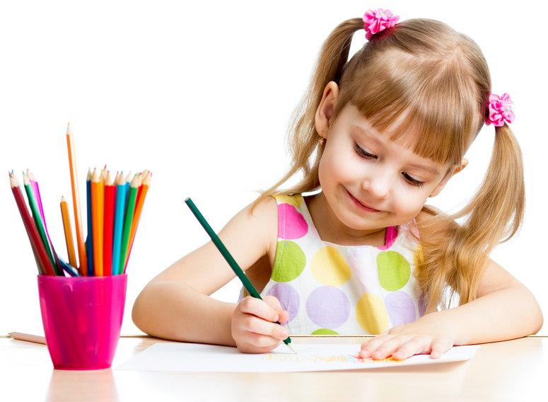 Картинка ребенок рисует