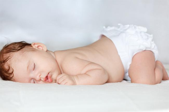 Новорожденный ребенок мало спит почему