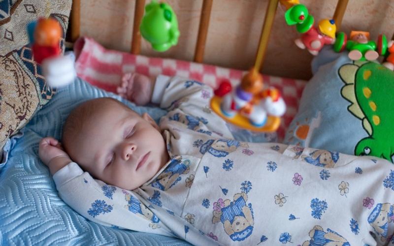 слой новорожденный ребенок не спит в кроватке приспосабливаются