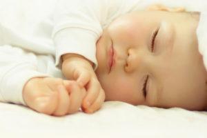 сколько должен спать ребенок в 1 месяц