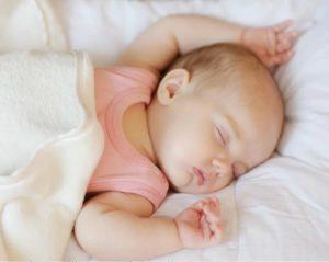 ребенок дергается во сне какие причины