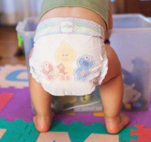 как правильно одеть подгузник новорожденному